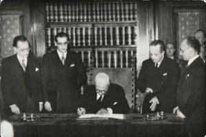 Firma della Costituzione nel 1948