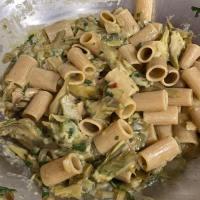 La pasta ai carciofi è facile da fare e dà tanto gusto