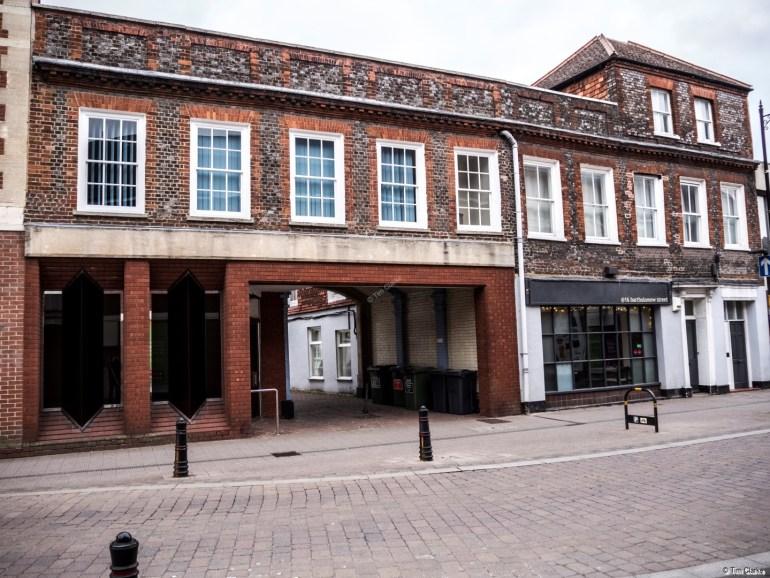 Former Sugar Loaf Inn: Former Coaching Inn on the main North-South route through Newbury.