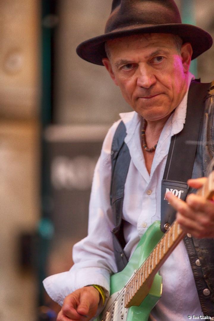 Robin Bibi: Blues Guitar at its best.