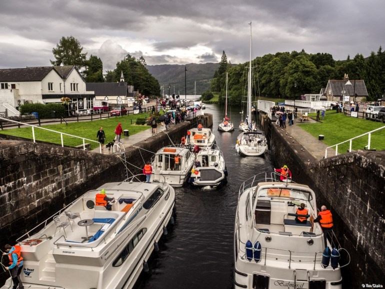 Fort Augustus Locks: Heading off to Loch Ness!