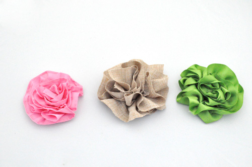 How to Make Fabulous Fabric Flowers  70  pics  Templates    One     We hope this little DIY fabric flower tutorial helps you out