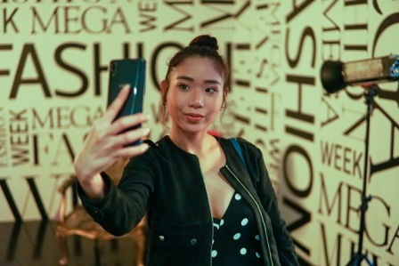 Mega Fashion Week Glam with VIVO V11