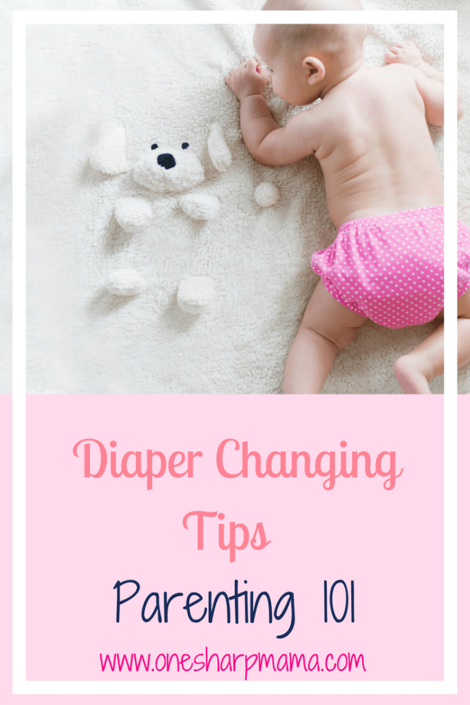New mom handbook! Find out these #newmomhacks on diaper changing. Quickly and efficiently learn to change a diaper with these diaper changing tips. #parenting #parenting101 #newmom #newDad #newparent