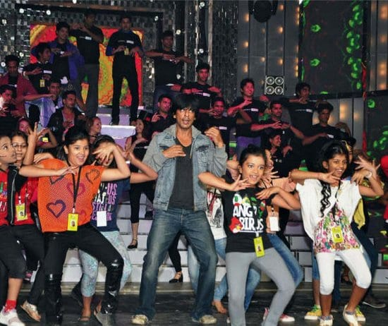 Shah Rukh Khan Rehearsing with Kids for Filmfare Awards
