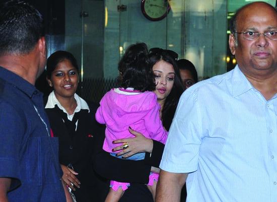 Aishwarya Rai Bachchan Spotted Aaradhya at the Airport