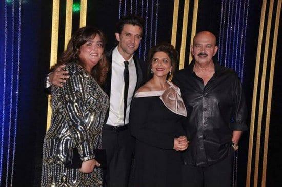 Hrithik Roshan, Sunaina Roshan, Pinky Roshan, Rakesh Roshan at Rakesh Roshan's Birthday Celebrations