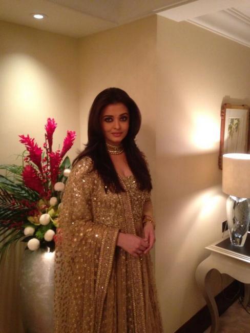 Aishwarya Rai Bachchan Spotted in Dubai