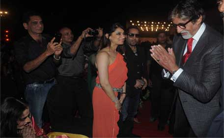 Amitabh Bachchan, Jaya Bachchan and Rekha Spotted at the Screen Awards 2014