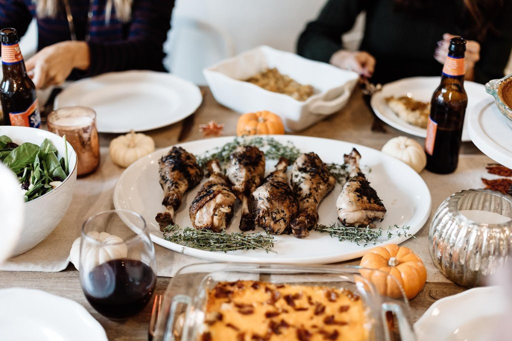 how to host friendsgiving