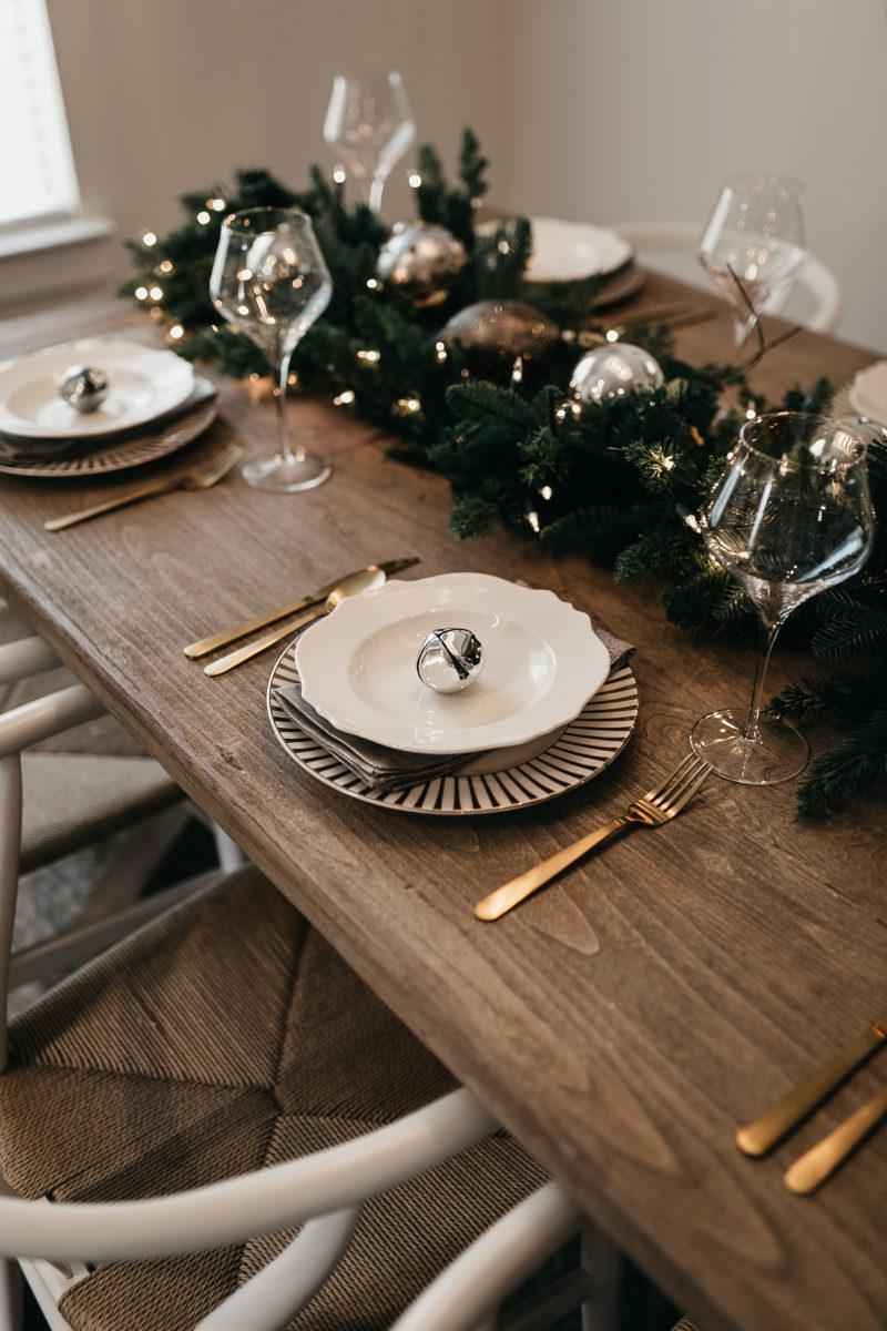 table setting, place settings, hosting christmas