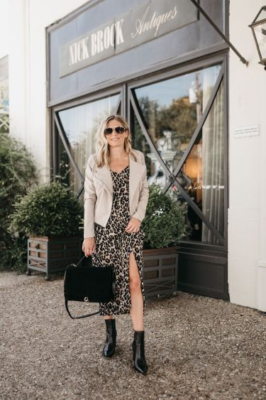brooke burnett dallas fashion blogger wearing leopard midi dress