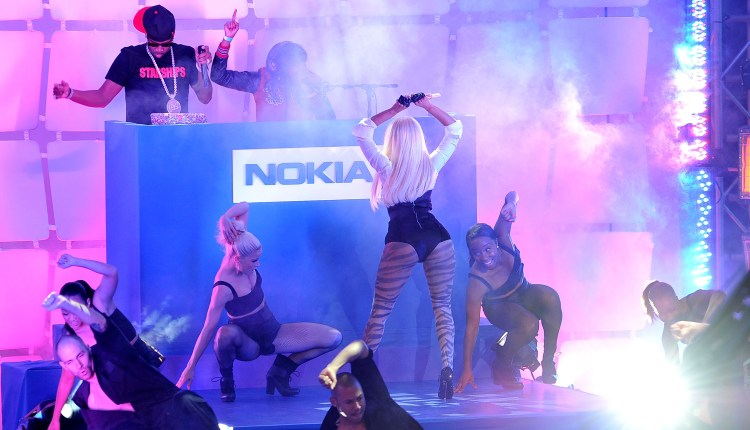 Nokia Lumia 900 Launches In Times Square – Performance