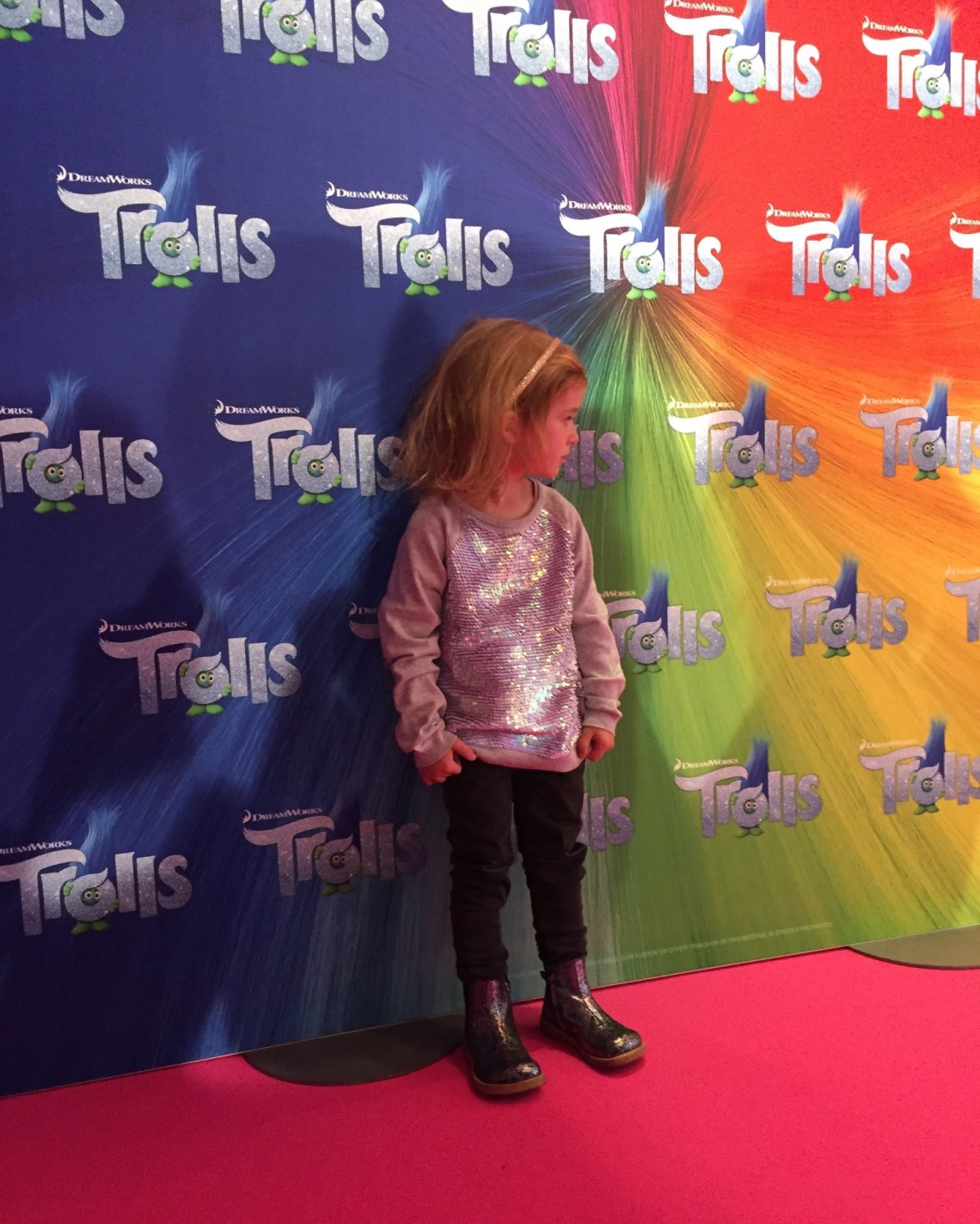 Trolls Gallapræmiere - Ongoingyoungster