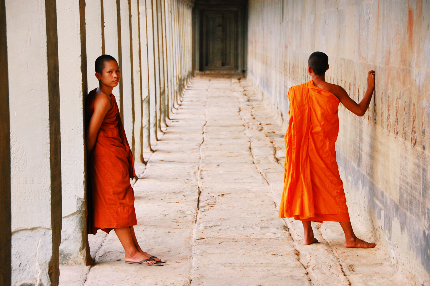 MONKS ANGKOR WAT BY ONIN LORENTE