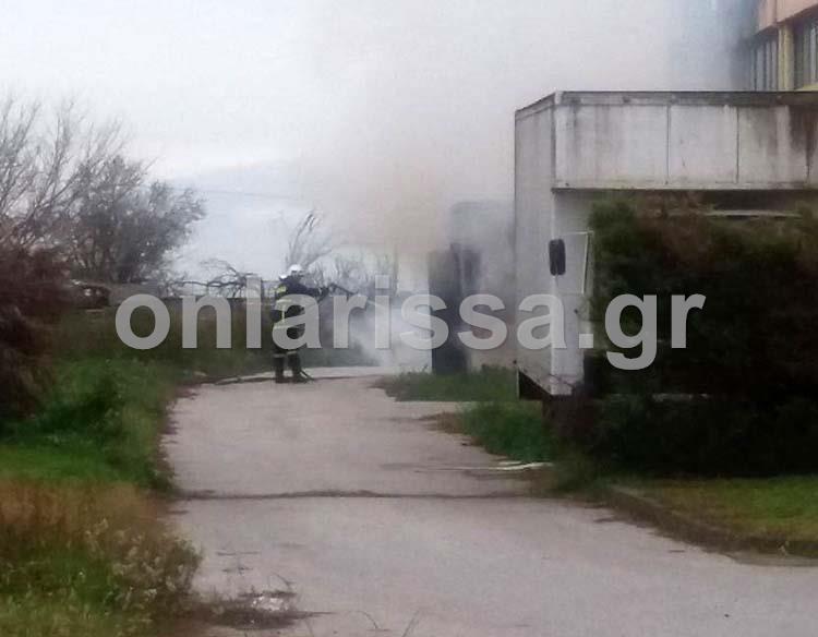 Φωτιά σε εργοστάσιο έξω από την Γιάννουλη- Δείτε φωτογραφίες