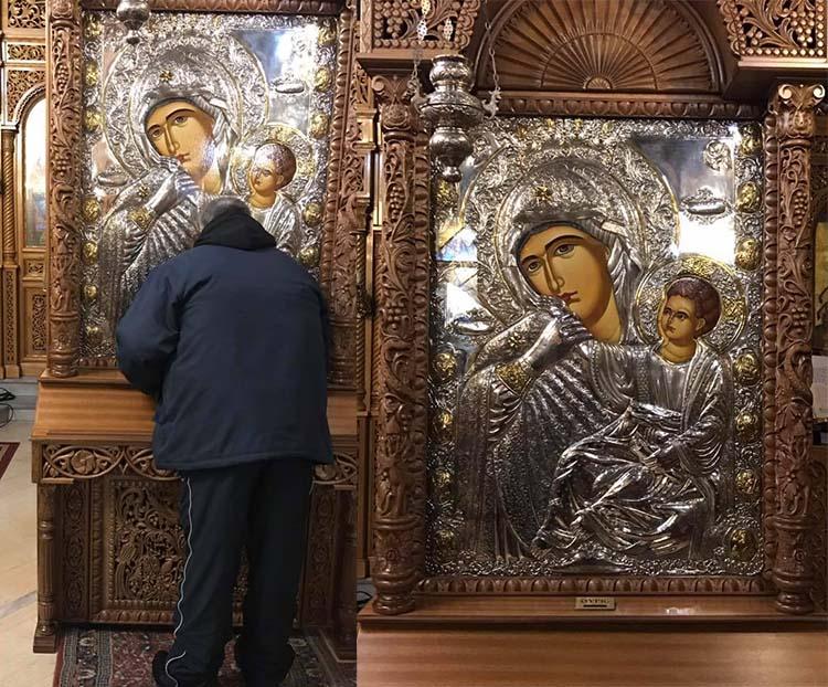 Το τάμα του Λαρισαίου επιχειρηματία στο Άγιο Όρος και η εικόνα της Παναγίας της Παραμυθίας στο Ομορφοχώρι