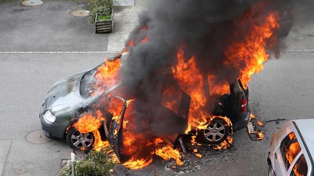 Στις φλόγες τυλίχθηκε αυτοκίνητο στο Λουτρό Λάρισας