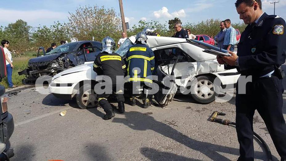 Τραγωδία στη άσφαλτο έξω από την Λάρισα- Ένας νεκρός και 4 τραυματίες σε τροχαίο (Φωτό)