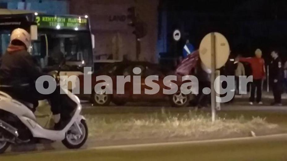 Λάρισα: Καραμπόλα αστικού λεωφορείου με δύο αυτοκίνητα- 4 άτομα στο νοσοκομείο (Φωτό)