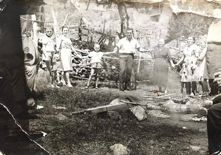 """Πως έψηναν το αρνί το Πάσχα πριν και μετά το πόλεμο στην Λάρισα- Τι προετοιμασίες γίνονταν μέχρι την """"Λαμπρή"""" (Φωτό)"""