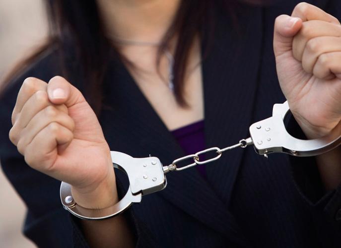 """Λάρισα: Στη """"φάκα"""" 46χρονη για μαστροπεία- Εξέδιδε 39χρονη σε ιδιωτικό χώρο"""