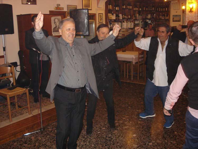 Νοσταλγοί της χούντας γιόρτασαν την επέτειο της 21ης Απριλίου στη Λάρισα!