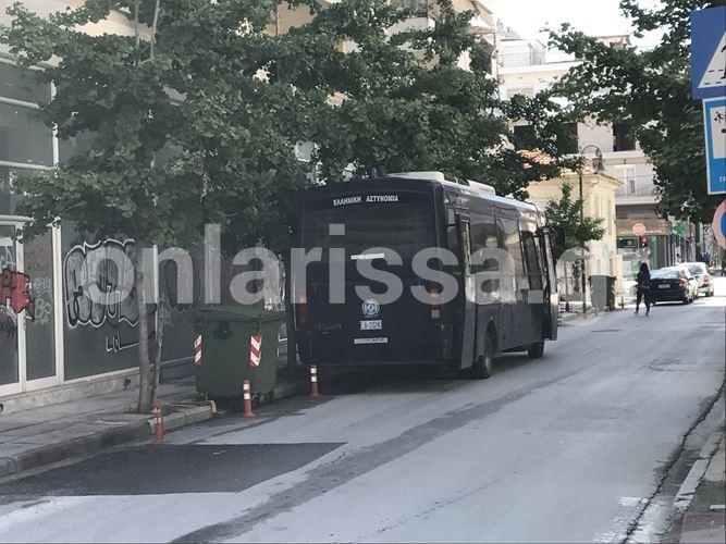 Αστυνομική επιχείρηση για την εκκένωση κατάληψης αντιεξουσιαστών στο κέντρο της Λάρισας - Δείτε φωτογραφίες