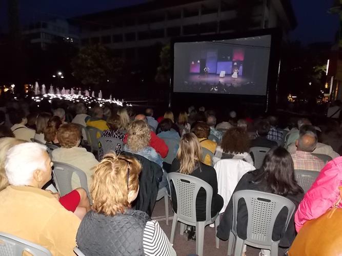 Πλήθος Λαρισαίων πήγε πλατεία για να δει... όπερα! - Δείτε φωτογραφίες