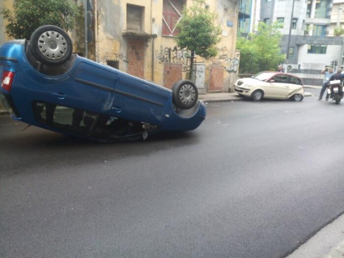 Τροχαίο με τραυματισμό στην 31ης Αυγούστου - Τούμπαρε αυτοκίνητο (φωτό)