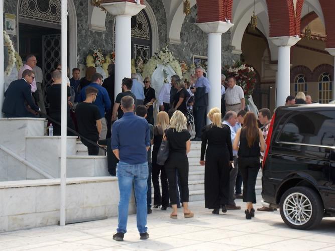 Τελευταίο αντίο στον Τάσο Μιναρεντζή – Βουβός ο πόνος για συγγενείς και φίλους του επιχειρηματία (φωτο)