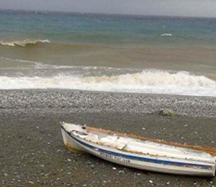 Εντυπωσιακές εικόνες στον Αγιόκαμπο - Έγινε καφέ η θάλασσα!
