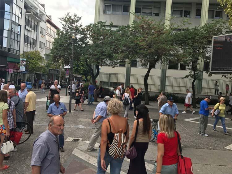 Μπουνιές στο κέντρο της Λάρισας: Του επιτέθηκε έξω από το δικαστικό μέγαρο!