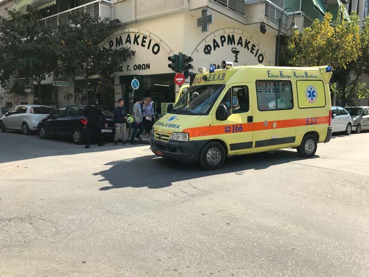 Τροχαίο στο κέντρο της Λάρισας - Μία 53χρονη γυναίκα τραυματίας (φωτό)