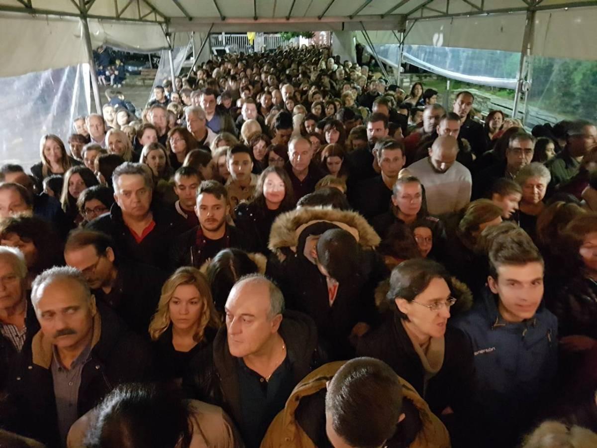 Συγκίνηση από τις ατελείωτες ουρές πιστών για να προσκυνήσουν την Αγία Ζώνη της Παναγίας