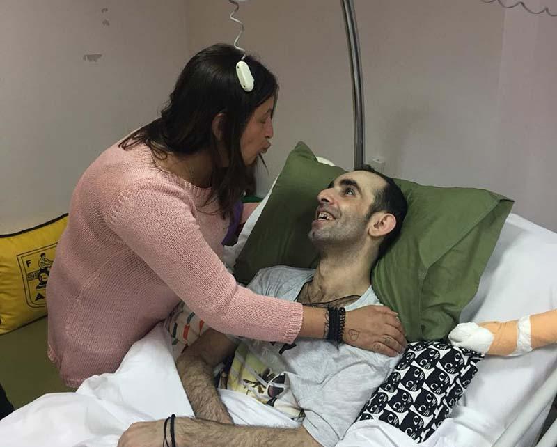 «Μην πετάξετε τον αδερφό μου στο δρόμο»: Έκκληση από την αδελφή του άτυχου ντελιβερά που νοσηλεύεται στη Λάρισα