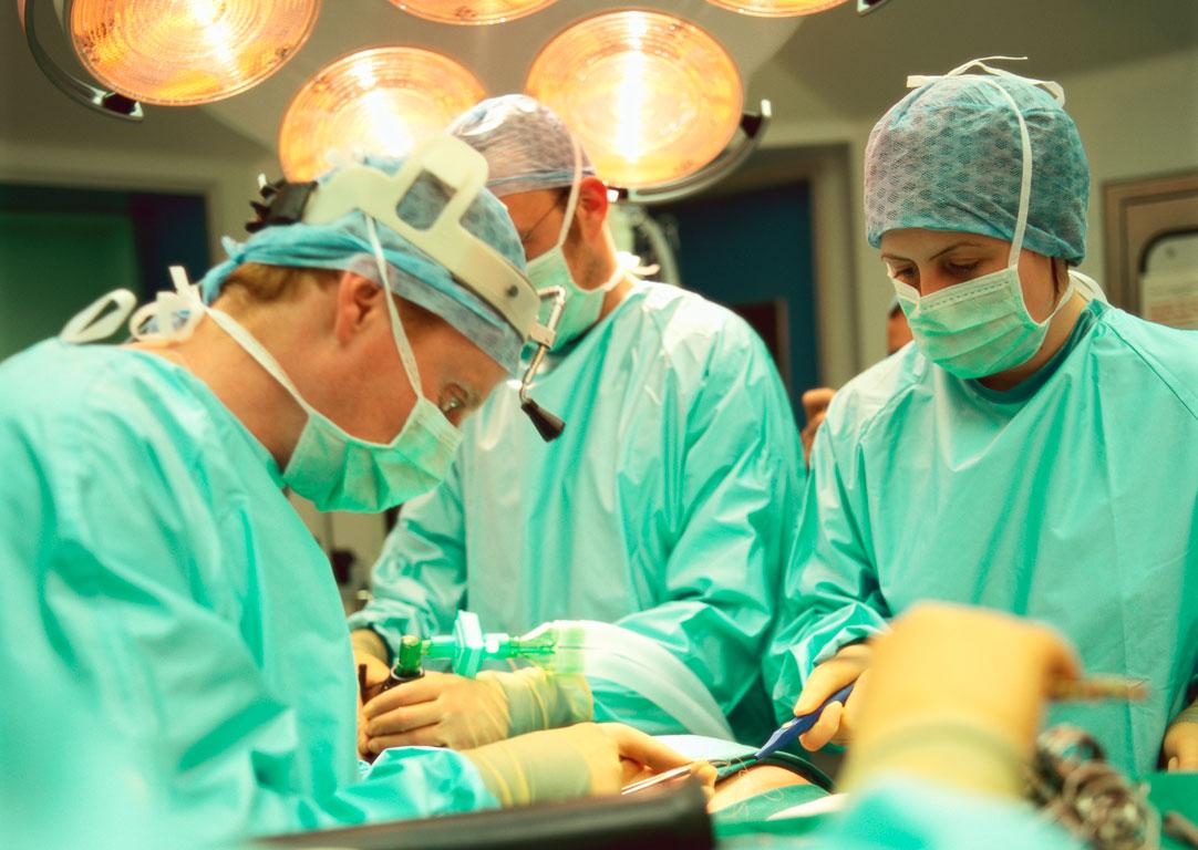 Ώρες αγωνίας για την 37χρονη Λαρισαία – Χειρουργείται για να σωθεί το πόδι της μετά το σοβαρό τροχαίο