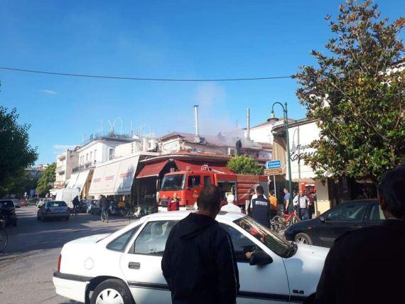 Φωτιά σε ψησταριά στο κέντρο των Τρικάλων (φώτο)