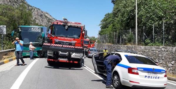 Σοβαρό τροχαίο στα Τέμπη, λεωφορείο συγκρούστηκε με αυτοκίνητο - Δύο τραυματίες στο νοσοκομείο (φωτό)
