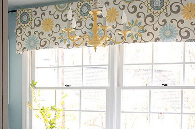 I Spy... Waverly Pom Pom Spray Valance