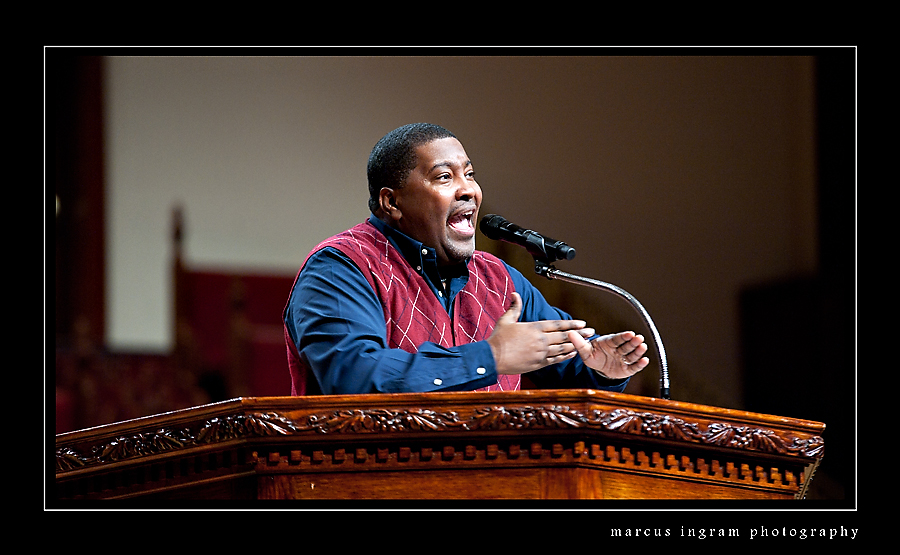 Bishop TD Jakes Introduces Pastor E. Dewey Smith, Jr. (Video)