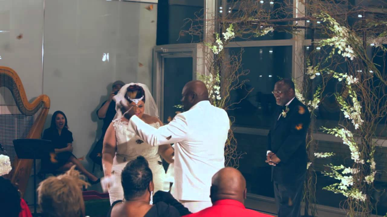 David and Tamela Mann Renew Wedding Vows After 25 Years (Live Video)