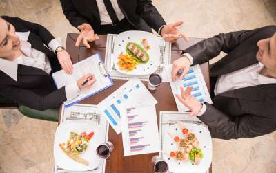 10 Tips To Eat Healthy When Dining Out