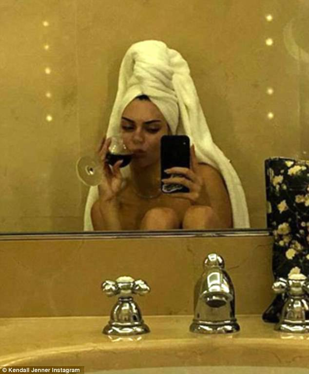 The 22-year-old model appeared naked to Instagram Stories, as she enjoyed some wine in her hotel bathroom.