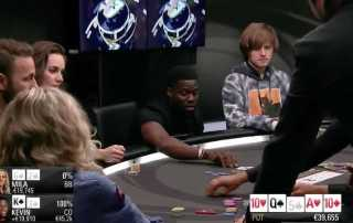 Kevin Hart playing poker