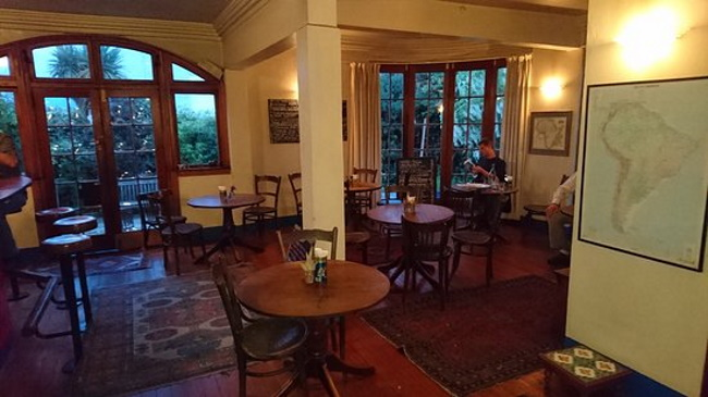 The-White-House-Café-and-Bar