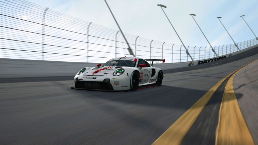 RaceRoom Adds the Porsche 911 RSR and Daytona