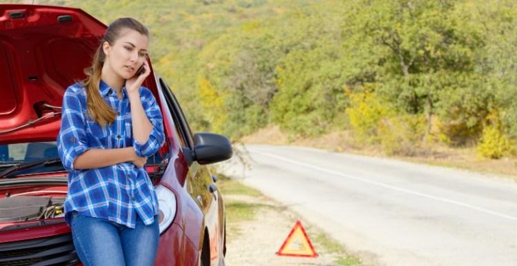 masina defecta pe drum