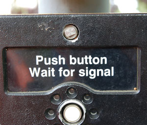 DSC_0706-push-button-wait-f