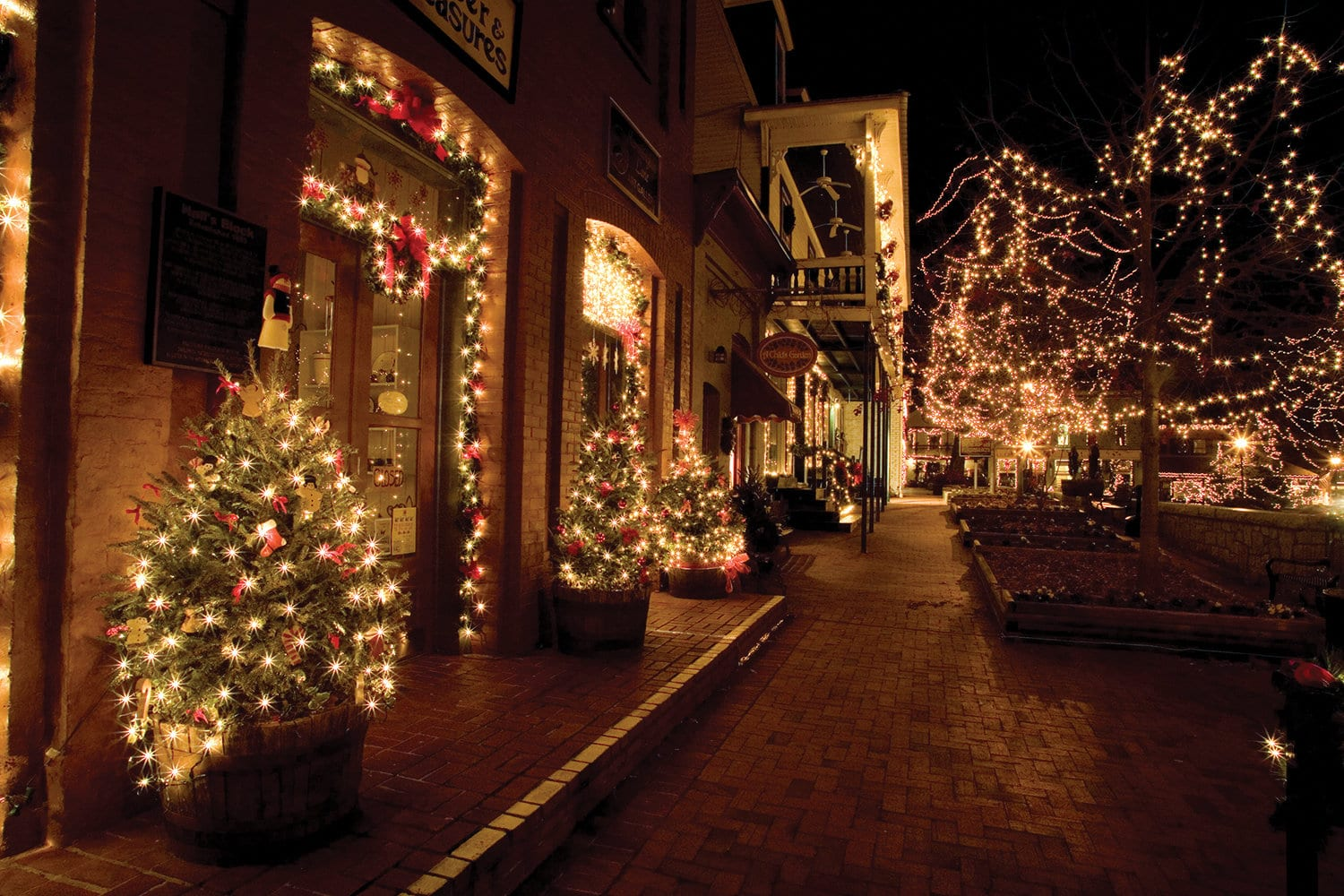 College Towns With The Best Christmas Displays